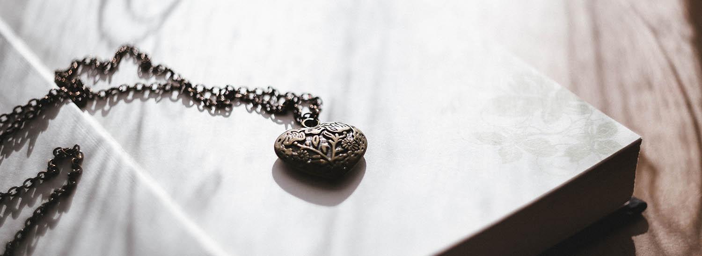 sälja guld halsband
